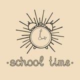 Boa vinda do vintage do vetor de volta ao logotipo ou ao crachá da escola Sinal retro com despertador Ícone da educação das crian Imagens de Stock Royalty Free