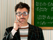 board dumbommen för nerden för math för mannen för formelsnilleexponeringsglas arkivbilder