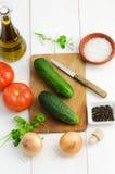board nya grönsaker för cuttingen Royaltyfria Foton