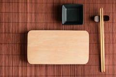 Boardcutting för pinne och svart backgr för mat för japansk stil för bolw fotografering för bildbyråer