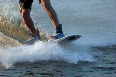 boardersfoten skidar vatten Arkivfoto