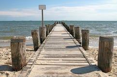 Boardwalk_sea foto de stock