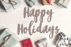 Boas festas texto, sinal sazonal do cartão de cumprimentos fla do Natal Imagens de Stock
