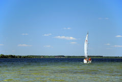 Boat. On the lake under blue sky Royalty Free Stock Photos