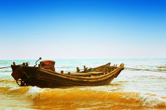 Boat alone on seashore Stock Photography