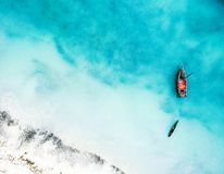 Free Boat And Ship In Beautiful Turquoise Ocean, Top View Royalty Free Stock Photography - 138733977