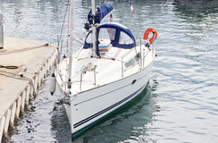 Free Boat Arrives To The Harbor Royalty Free Stock Images - 23382519