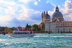 Boat and Basilica di Santa Maria della Salute in Venice Stock Photography