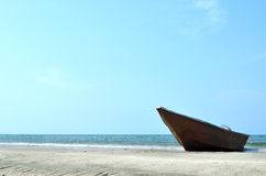 A boat at a beach Royalty Free Stock Images