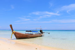 Boat on the beach with blue sky Royalty Free Stock Images
