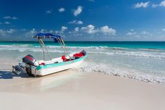Boat on a beach in Mexico Royalty Free Stock Images