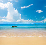 Boat and beautiful blue ocean Royalty Free Stock Photos