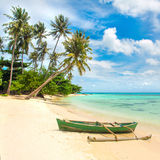 Boat on the beautiful tropical beach Royalty Free Stock Photos