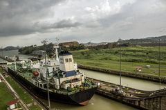 Boat crossing the panama canal Stock Photography
