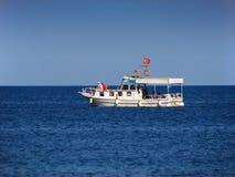 Boat cruising on sea Royalty Free Stock Photography