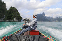 Boat driver in dam of Thailand Royalty Free Stock Photos