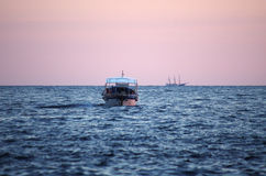 Boat duirng the dusk Royalty Free Stock Photography