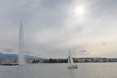 Boat and fountain on Geneva lake Royalty Free Stock Photos