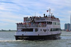 Boat heading out to the Statue of Liberty Stock Photography