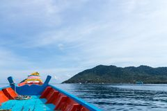The Boat heading to island on the sea Royalty Free Stock Photography
