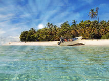 Boat landed on a beautiful tropical beach Royalty Free Stock Photos