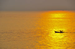 Boat with the light of sunset Royalty Free Stock Images