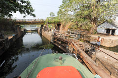 Boat passing a barrage on the way from Kollam to Alleppey Royalty Free Stock Images