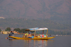 Boat people, Srinagar, Kashmir, India Royalty Free Stock Photos