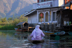 Boat people, Srinagar, Kashmir, India Royalty Free Stock Images