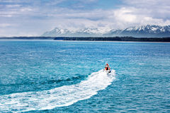 Boat racing to the mountains Royalty Free Stock Photos