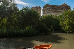 Boat on the river and castle at the top of the rocks in Alcalá del Júcar stock images