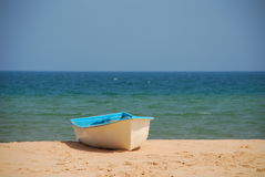 Boat on a sandy beach Royalty Free Stock Photos