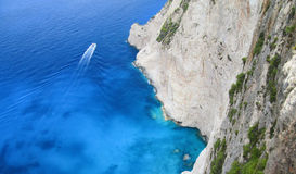 Boat on the sea by the cliffside Stock Photography