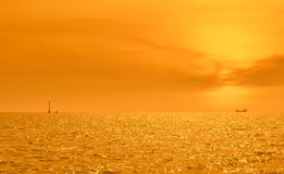 Boat silhouette over sunset Royalty Free Stock Photos