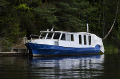A boat tied to a deck in lake Royalty Free Stock Photo