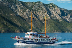 Boat with tourists on the way to Skiathos Royalty Free Stock Images