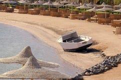 Boat on tropical sea beach on idyllic sunny day Royalty Free Stock Photos