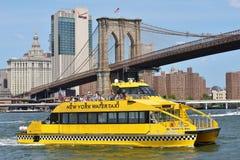 Boat under Brooklyn Bridge Royalty Free Stock Photos