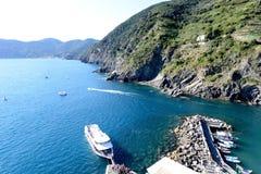Boat unloads people in Vernazza, Cinque Terre Stock Image