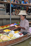 Boat vendor preparing mango sticky rice at floating market around Bangkok area Stock Photos