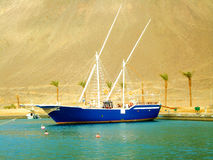A boat on the water near the mountain Royalty Free Stock Images