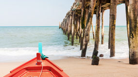 Boat and wood jetty at beach Stock Photos