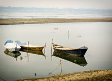 Boates en el Ganges en Allahabad, la India Fotos de archivo libres de regalías