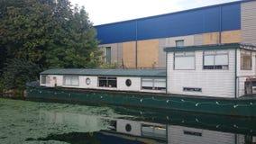 Boathouse στο κανάλι του Λονδίνου Στοκ εικόνες με δικαίωμα ελεύθερης χρήσης