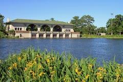 Boathouse e lago bonitos Imagens de Stock Royalty Free