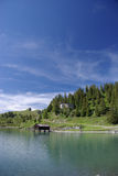 Boathouse en el lago fotos de archivo
