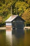 Boathouse serpentin de lac (Londres) Images libres de droits