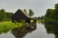 Boathouse wzdłuż wodnej strony Obrazy Royalty Free
