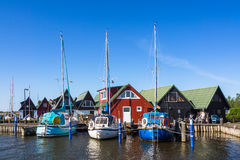 Boathouses i żeglowanie statki w Ahrenshoop Fotografia Stock