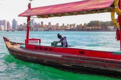 Boatman in een overzees stock afbeeldingen